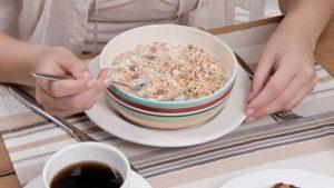 petit-dejeuner-la-plupart-des-mueslis-sont-bourres-de-pesticides